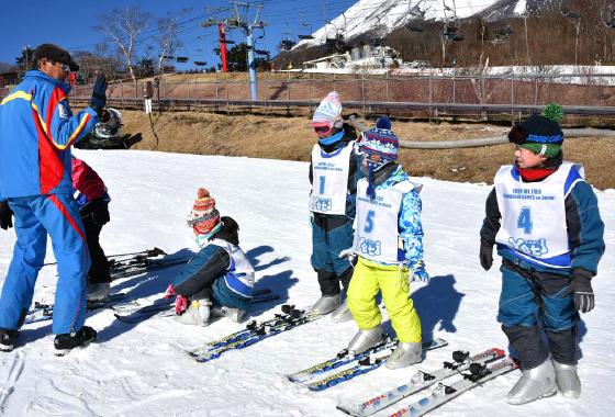 まずはスキー板で立ってみよう