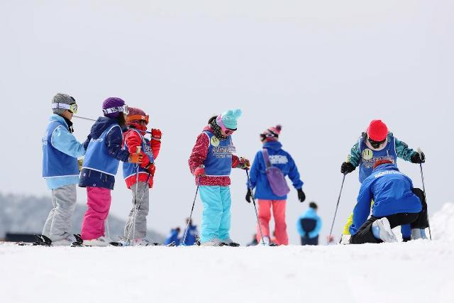 最初はスキー板合わせ